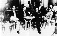 Una colla d'amics els anys trenta a la terrassa del Fraternal